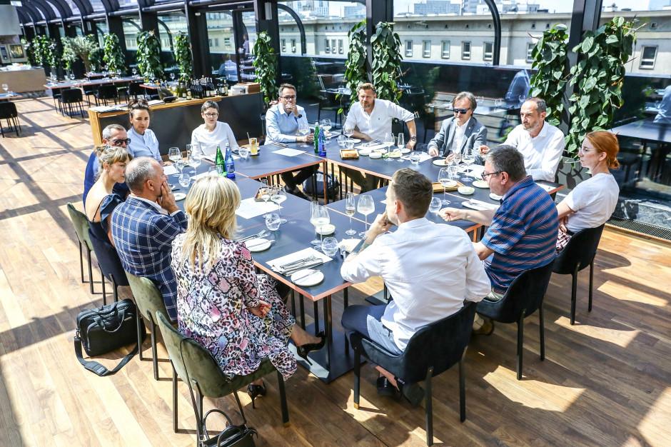Stołeczni restauratorzy chcą zmienić tradycyjny wizerunek sommeliera w Polsce