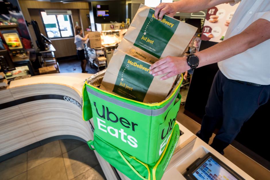 Uber Eats przyjmuje też z dostawcami