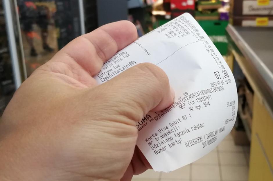 Badanie: Prawie połowa badanych zabiera paragony podczas finalizowania zakupów