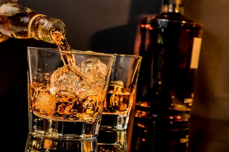 Spowalnia sprzedaż amerykańskiej whiskey