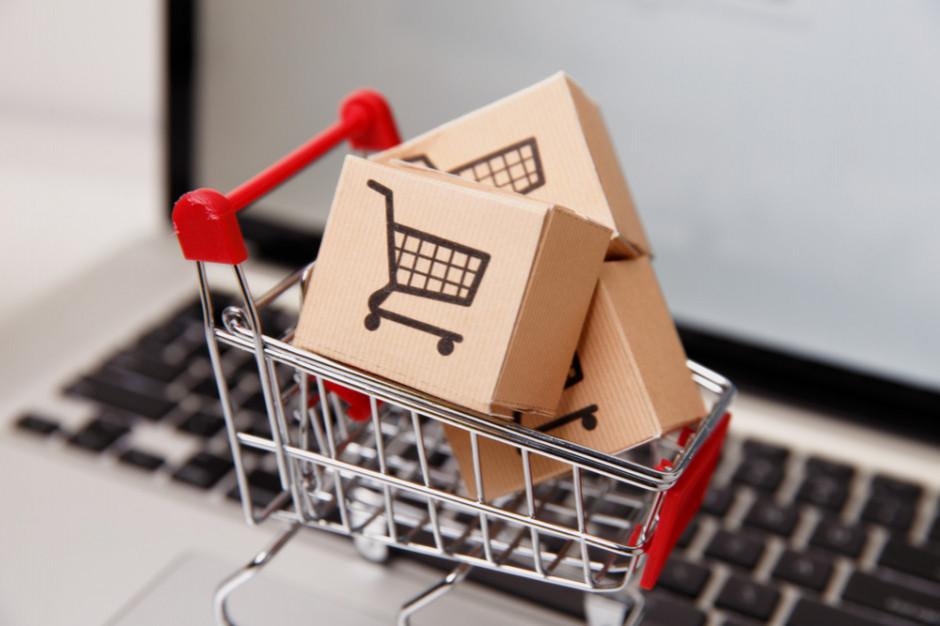 CBOS: liczba Polaków robiących regularnie zakupy w sieci największa od 2002 r.