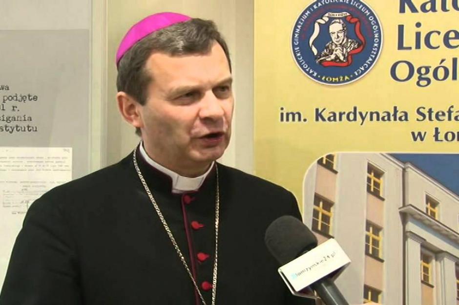 Biskup Bronakowski apeluje o powstrzymanie się od picia alkoholu w sierpniu