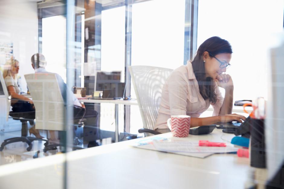 Badanie: Społeczne uwarunkowania hamują rozwój karier kobiet na rynku finansowym