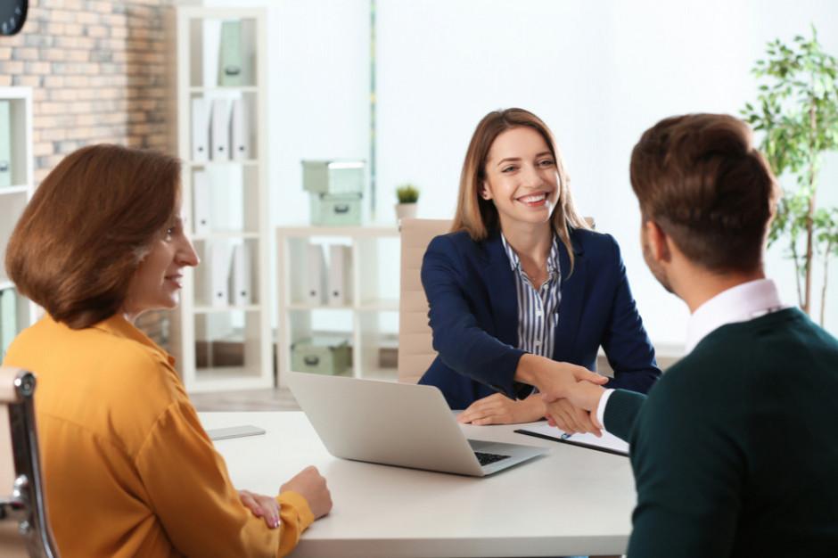 Praca w branży FMCG: Jakie kompetencje powinien posiadać marketingowiec?