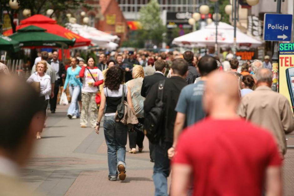 W I półroczu br. wzrosła liczba cudzoziemców posiadających ważne zezwolenia na pobyt w Polsce