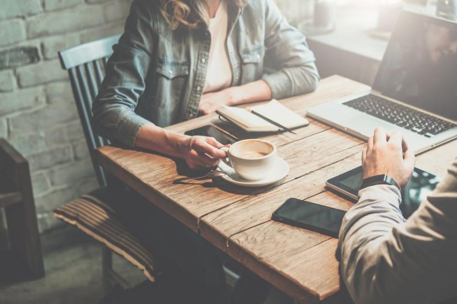 Polacy uważają picie kawy za ważny aspekt swojej pracy