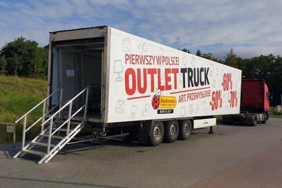 Biedronka jeździ outlet truckami po Polsce