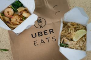 Uber Eats: dania z kurczakiem, burgery i pizza najczęściej zamawiane przez Polaków w wakacje