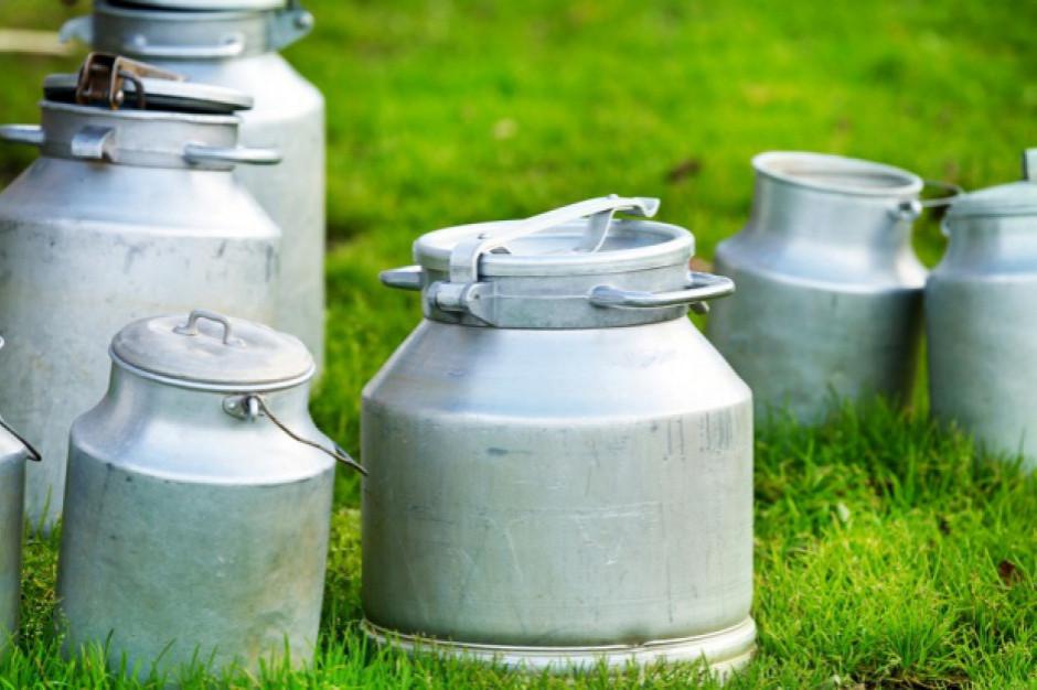 GUS: cena skupu mleka surowego spadła po raz szósty z rzędu