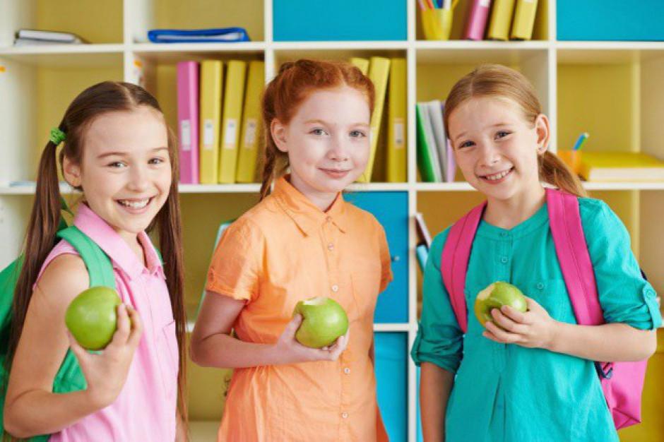 UE: 25 mln euro na mleko, owoce i warzywa w polskich szkołach