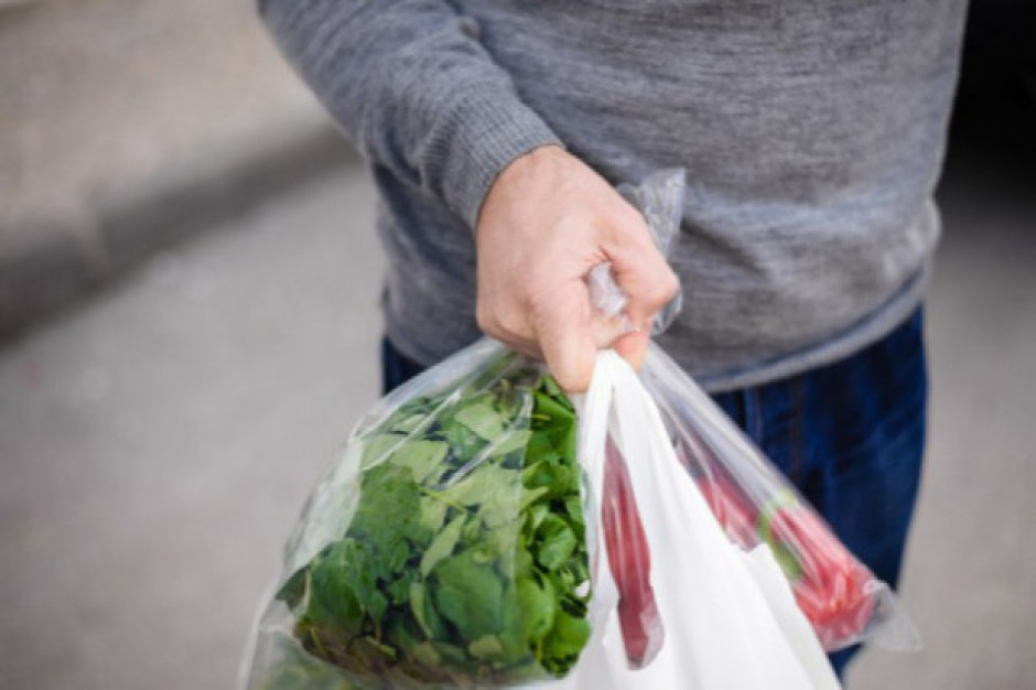 Niemcy chcą wycofać plastikowe foliówki z marketów od 2021 roku