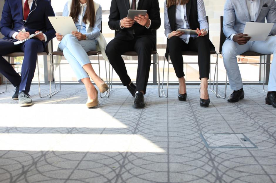 Badanie: Ponad połowa pracowników szuka nowego szefa