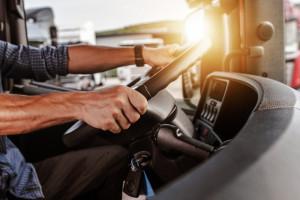 Niedobór kierowców wymusi w ciągu dekady transformację polskiej branży transportowej (raport)
