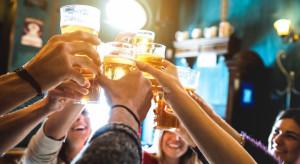 Niemcy: Dziesiątki tysięcy miłośników piwa już na terenie Oktoberfest