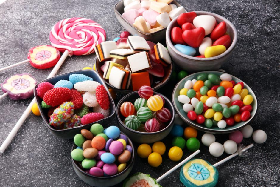 Polacy jedzą słodycze impulsywnie i kilka razy w tygodniu (raport)