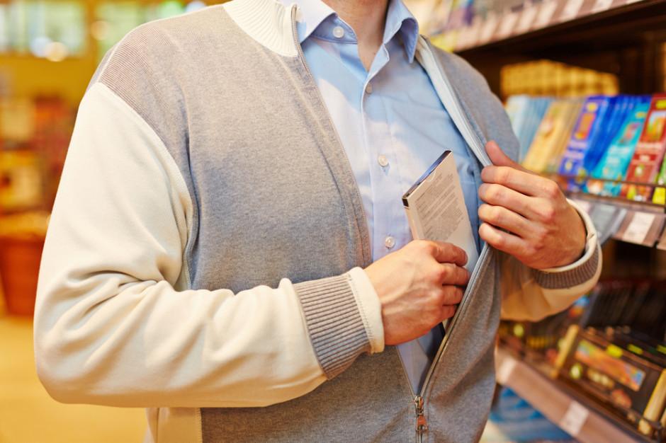 19-latek ukradł ze sklepu spożywczego towar we współpracy z kasjerem