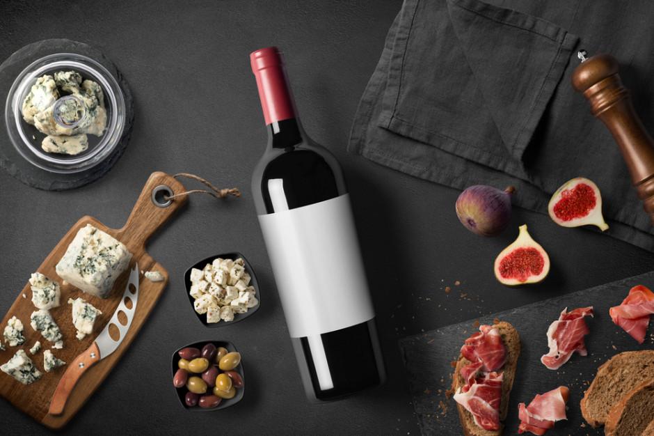 Polacy wydają na wino coraz więcej i chętniej kupują wina droższe. Rynek rośnie dynamicznie