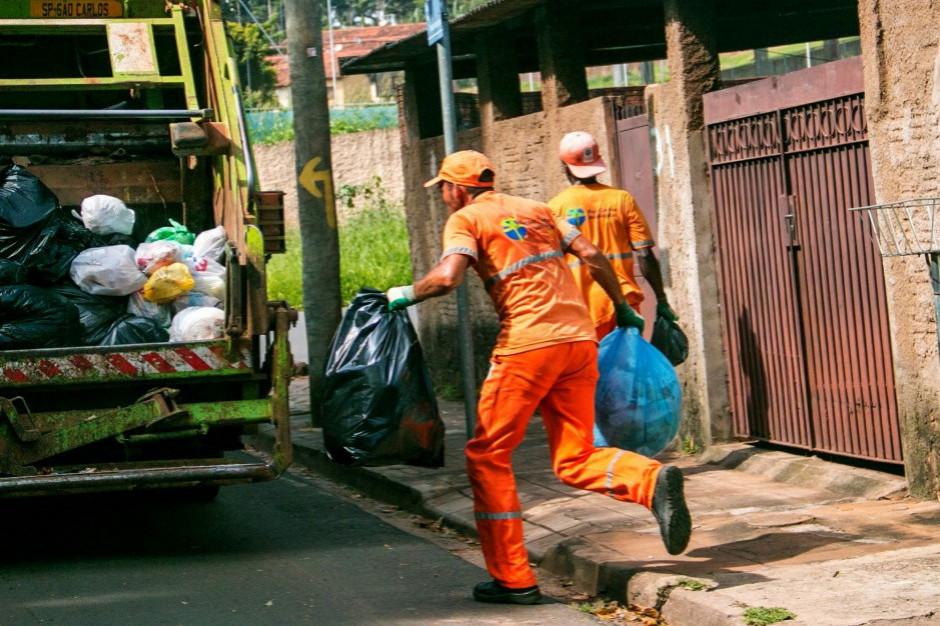Opłaty za wywóz śmieci wzrosły w ostatnim roku o ponad 30 proc. (raport)