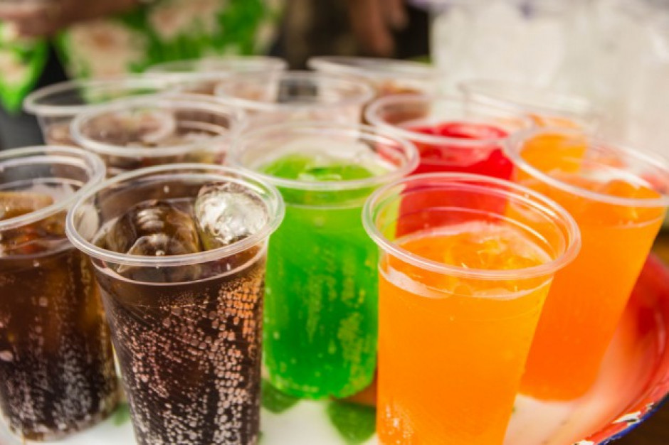 Singapur chce zakazać reklamy słodzonych napojów