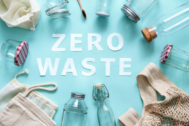 Polak co roku wyrzuca do śmieci 54 kg odpadów spożywczych. Jak to zmienić?