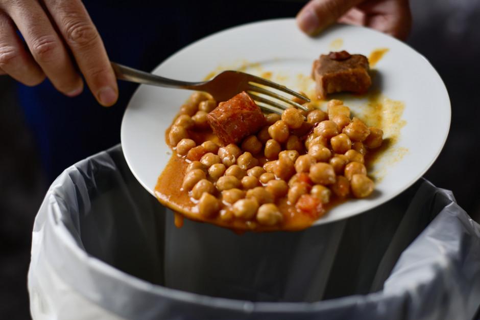 Analiza: 1/3 produkowanego jedzenia ląduje na śmietniku