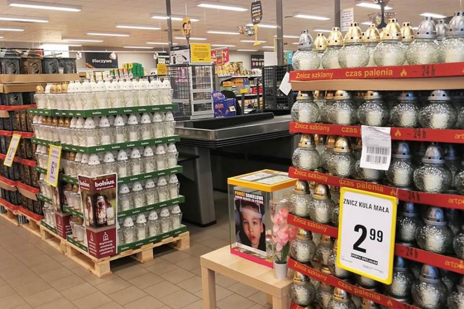 Polacy pójdą po znicze do dyskontów i hipermarketów. Kupią je w promocji