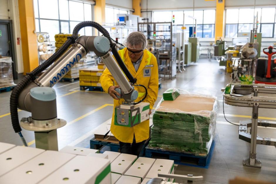 Unilever wdrożył do produkcji 6 robotów pracujących przy pakowaniu i paletyzacji herbaty