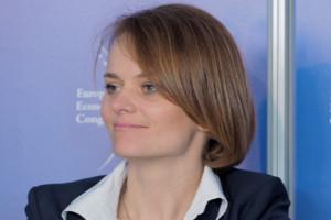 Minister Emilewicz: czekamy ma decyzję  ws. podatku handlowego
