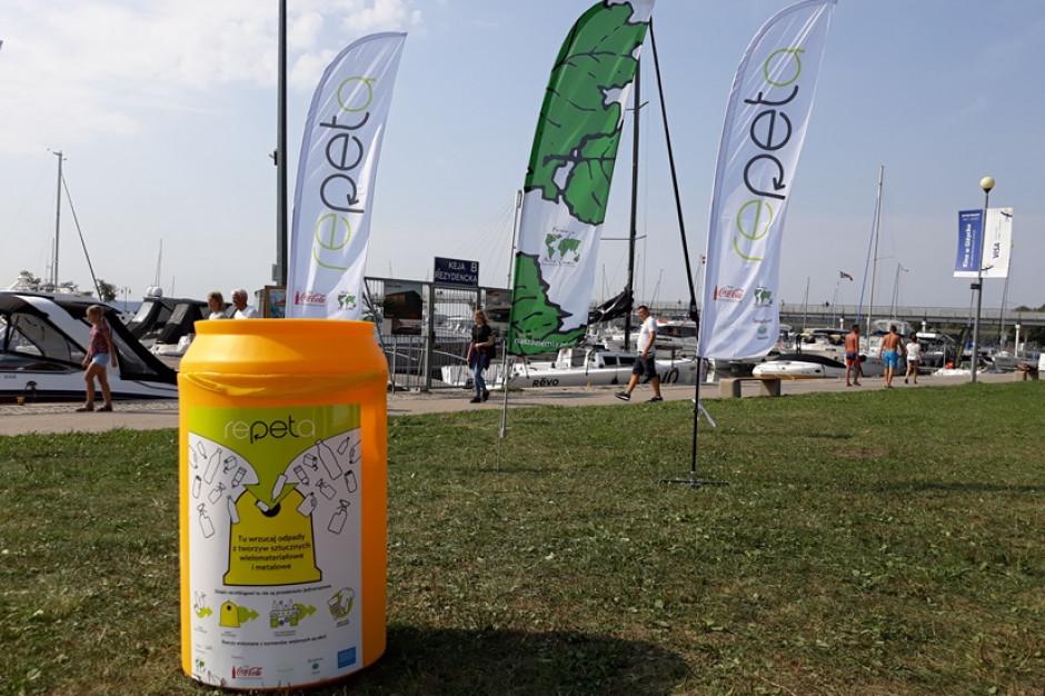 Coca-Cola przekazała gminom 1300 żółtych pojemników do selektywnej zbiórki opadów