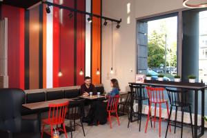 Zdjęcie numer 3 - galeria: Circle K z nowym konceptem - sklep połączony z kawiarnią (galeria zdjęć)