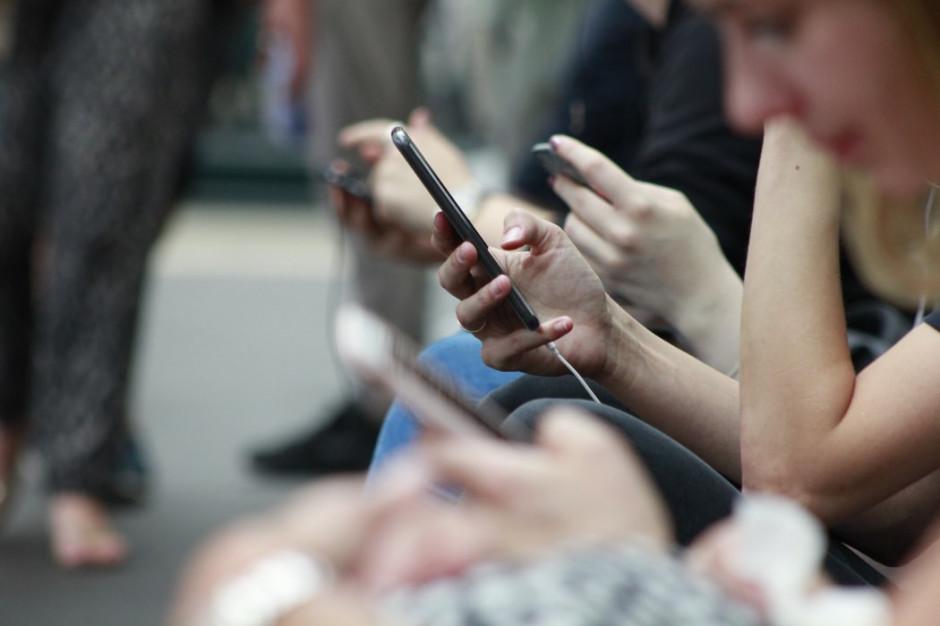 Badanie: W tym roku co trzeci prezent zostanie kupiony za pomocą smartfona lub tabletu