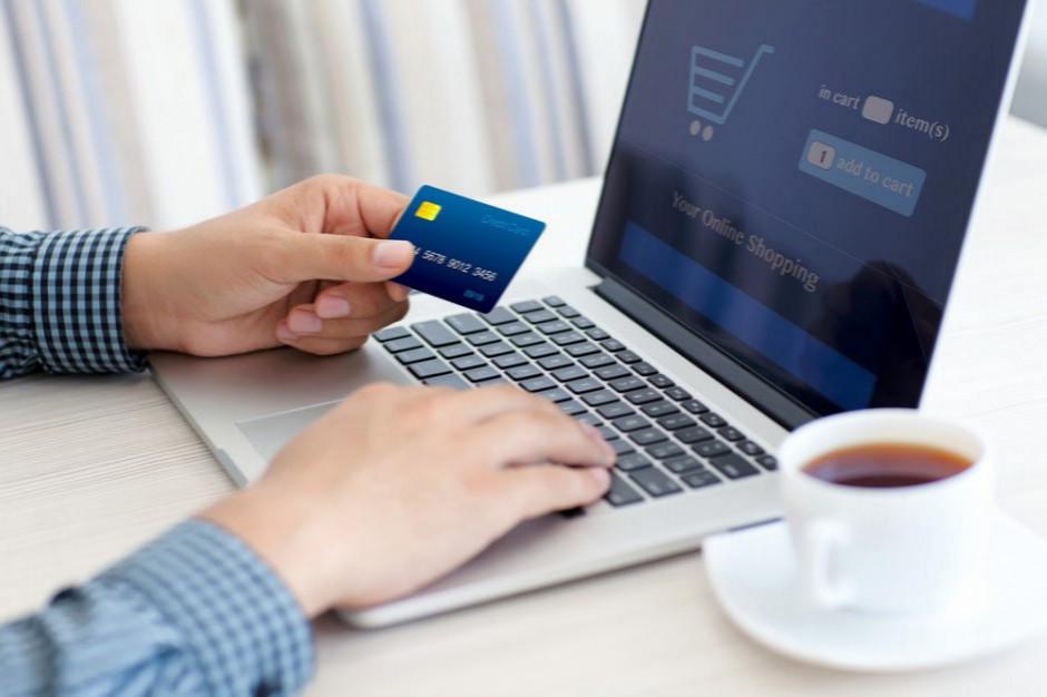 PIE: blisko połowa internautów w Polsce robi zakupy w sieci