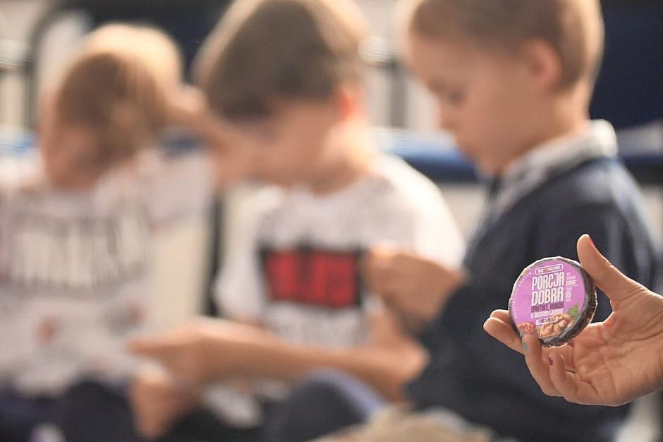 Coraz więcej przedszkoli i szkół rezygnuje z czekoladowego Mikołaja na rzecz owocowych przekąsek
