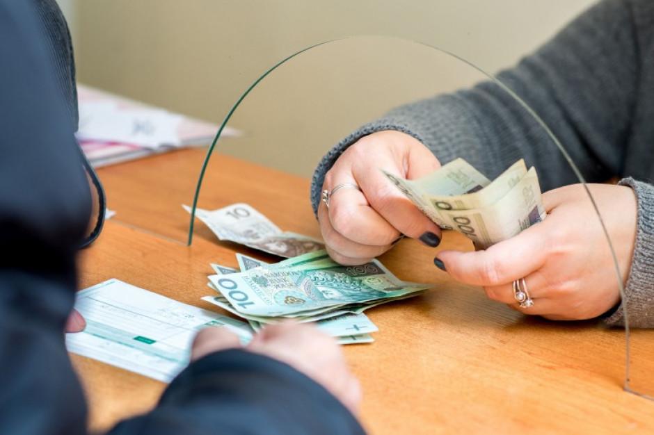Polacy podzieleni co do tego czy są oszczędni