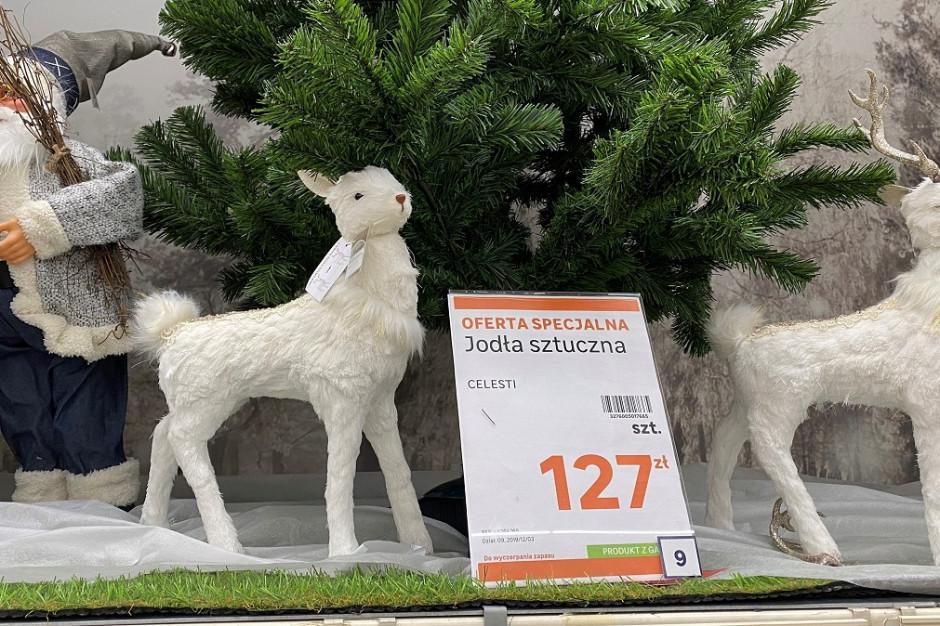Polacy mocno podzieleni w kwestii wyboru choinki. Większość kupi sztuczną
