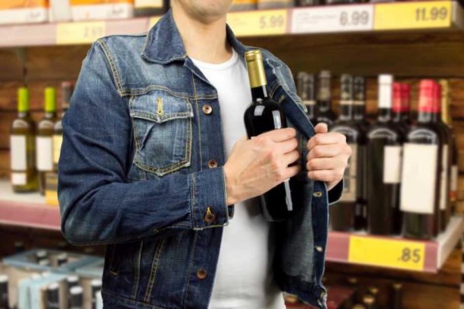 Alkohole jednymi z najczęściej kradzionych towarów w sklepach, przed Sylwestrem kradzieży będzie więcej