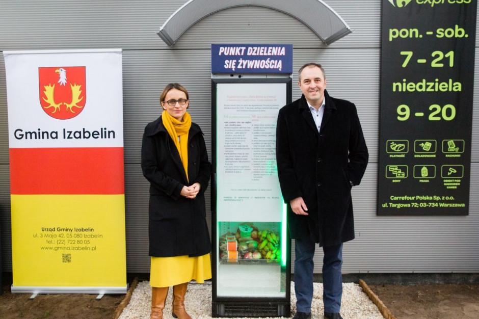 Carrefour udostępnia w Izabelinie lodówkę foodsharingową