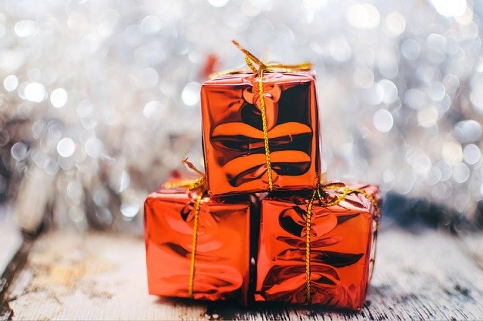 Polacy wyprzedają nietrafione prezenty. Czas na okazje w sieci