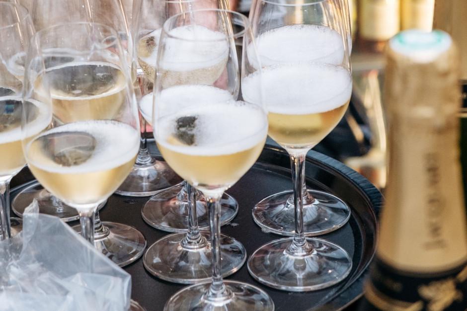 Włochy: Na Sylwestra przygotowano 74 miliony butelek rodzimego wina musującego