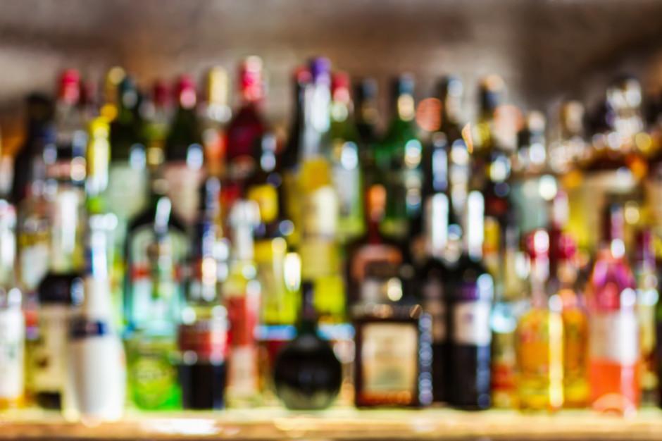 Włochy: Bracia w wieku 9 i 10 lat prowadzili nielegalny bar z alkoholem