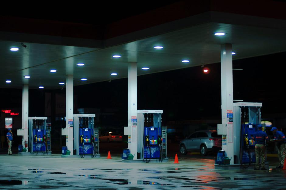 Rząd nie planuje zamykania stacji paliw w niedziele