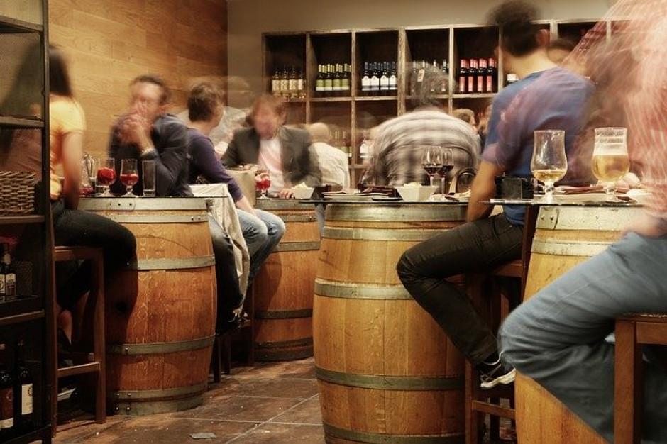 Badanie: jedna czwarta Francuzów spożywa za dużo alkoholu