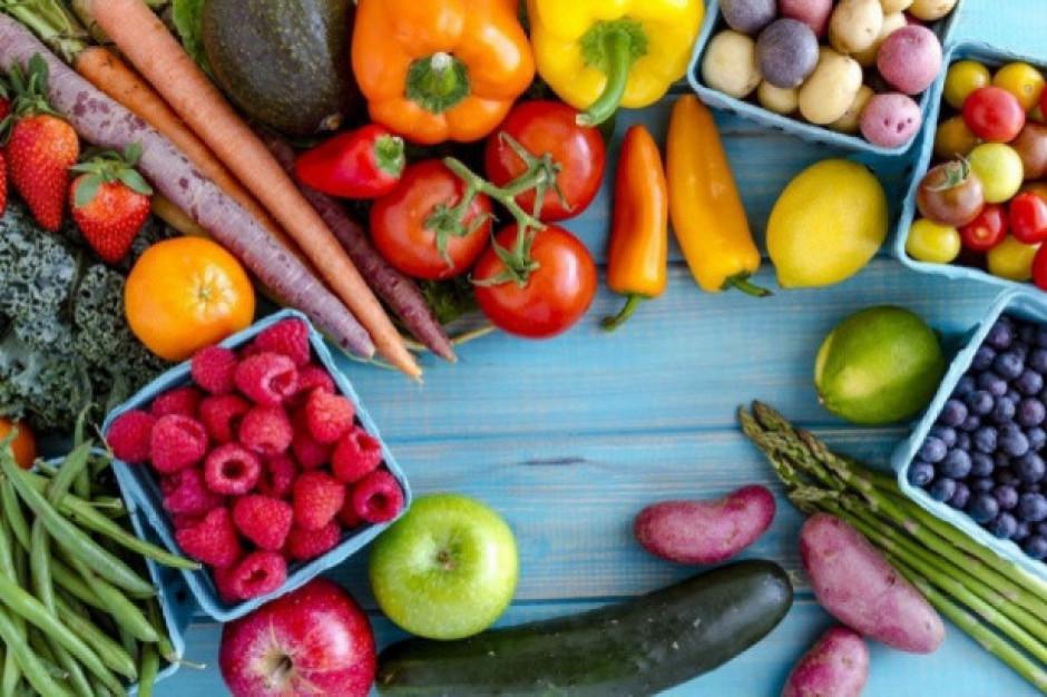 Polacy chętnie zastępują pokarmy mięsne owocami i warzywami
