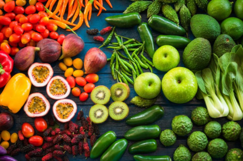 Polacy coraz  częściej szukają informacji o właściwościach odżywczych owoców i warzyw