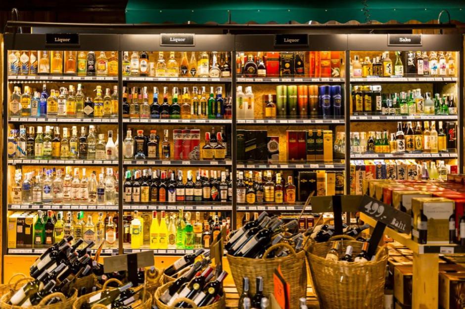 ZP PPS: plan powiększenia opłaty od małych opakowań alkoholi niezgodny z Konstytucją RP i prawem UE