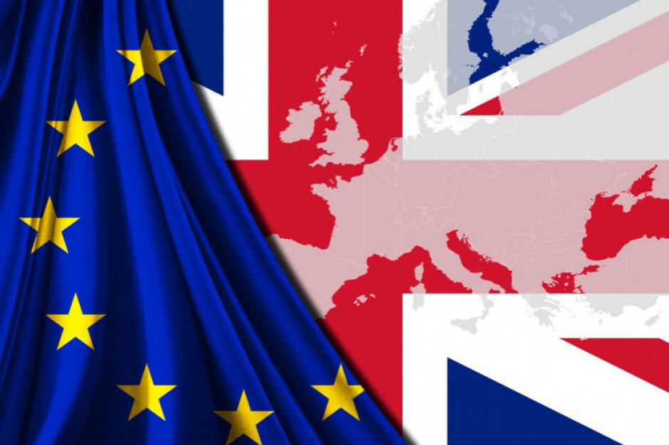 Twardy Brexit oznacza recesję Wielkiej Brytanii w 2021 roku