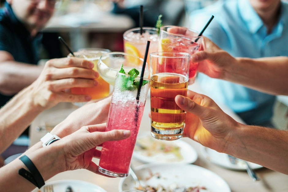 Polacy szukają w alkoholach jakości, a nie ilości. Nieprzemyślane podatki mogą temu szkodzić (raport)
