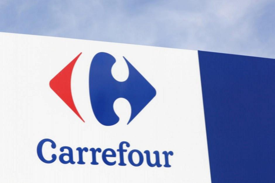 Carrefour wycofał ze swojej oferty jednorazowe talerze i sztućce plastikowe