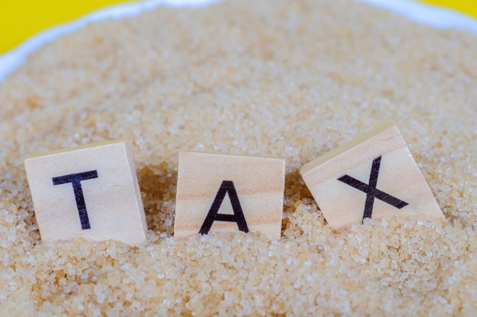 Sejm uchwalił ustawę wprowadzającą podatek cukrowy i od małpek