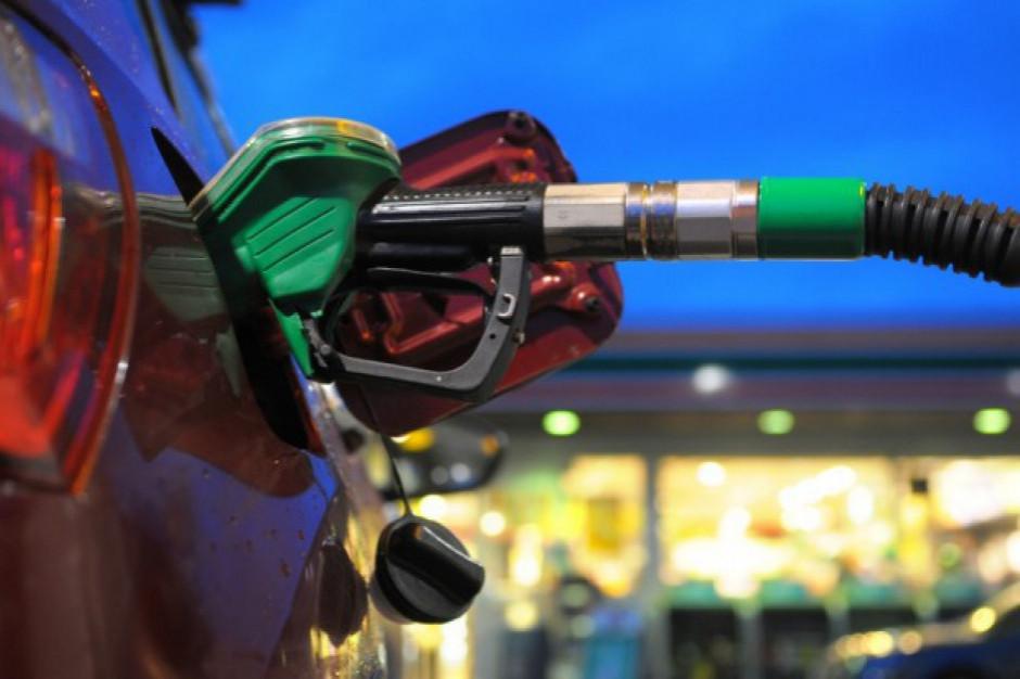 Minister infrastruktury podwyższa opłatę paliwową na ten rok